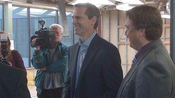Dalton McGuinty visite le centre de développement d'Elliot Lake