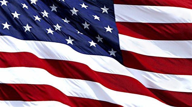 Le drapeau américain flottant au vent / © Jason Lugo, iStockphoto