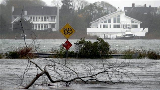 Les inondations à Center Moriches, dans l'État de New York