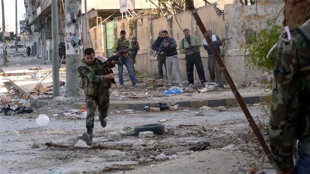 Combates entre rebeldes sirios y soldados del ejército regular en Alepo.