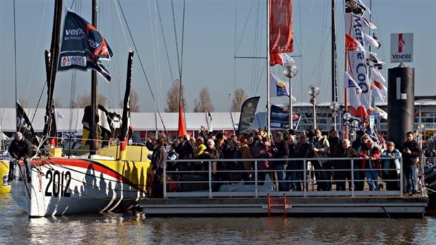 Les équipages du Vendée Globe 2012 préparent leur bateau avant le départ