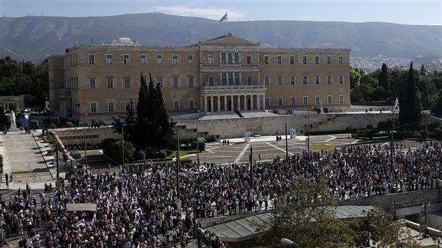 Les politiques ne s'intéressent plus aux citoyens.2 PC_121106_ic5tw_athenes-parlement_sn635