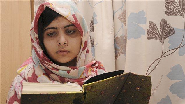 Malala Yousafzai récupère lentement de ses blessures dans un hôpital de Grende-Bretagne.