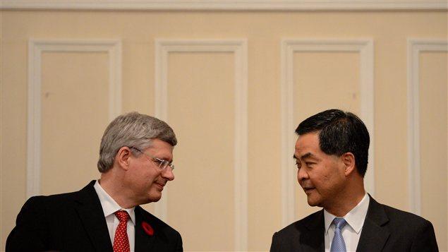 Le premier ministre Stephen Harper et le chef exécutif de Hong Kong, Chun-ying Leung, le 11 novembre.