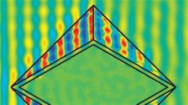 Le métamatériau en forme de diamant permet de diriger parfaitement la lumière autour de l'objet.