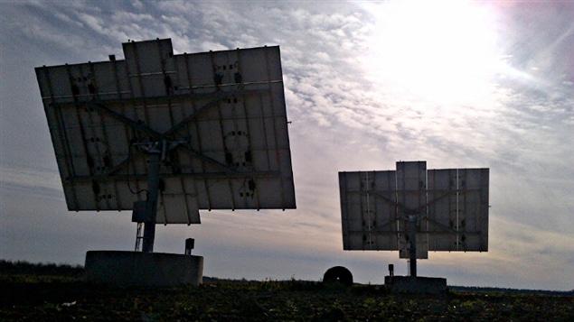 Des panneaux solaires dans l'Est ontarien.