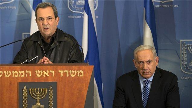 Le ministre israélien de la Défense Ehoud Barak (à gauche) et le premier ministre israélien Benyamin Nétanyahou (à droite) à Tel-Aviv le 14 novembre 2012.