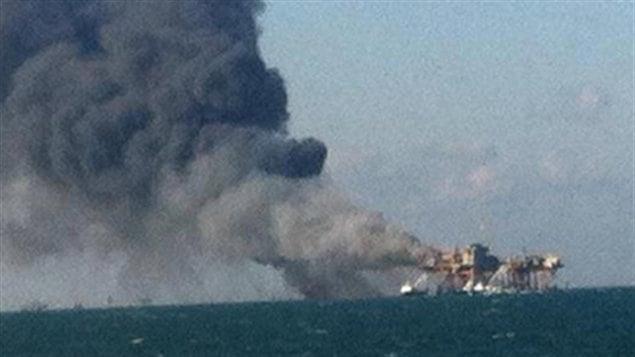 Incendie d'une plate-forme dans la golfe du Mexique.