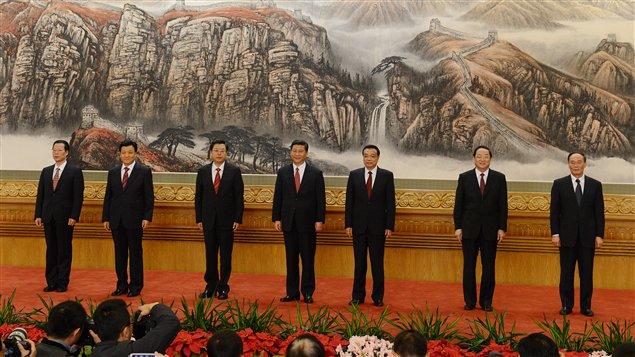 Xi Jinping et les nouveaux membres du comité permanent du bureau politique du PCC