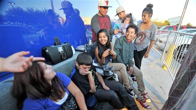 Lundi, des gens faisaient déjà la file en prévision du «Black Friday» devant le Best Buy de Victorville, en Californie