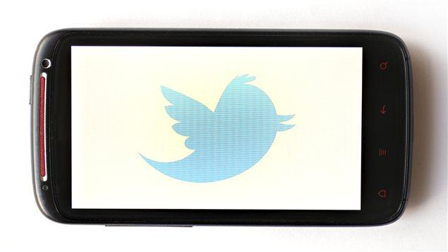 Logo de Twitter dans un écran de téléphone | ©iStockphoto