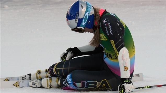 L'Américaine Lindsey Vonn s'effondre au sol