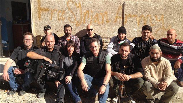 L'équipe de Radio-Canada avec la katiba (unité) de Abou Ayoub el Ansari