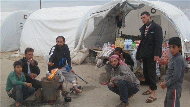 Un camp de réfugiés syriens tout près de la frontière avec la Turquie