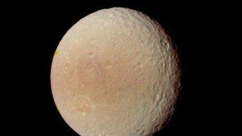 Téthys a été découverte en 1684 par Giovanni Domenico Cassini.