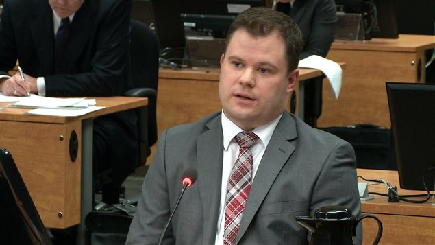 L'enquêteur de la commission Érick Roy