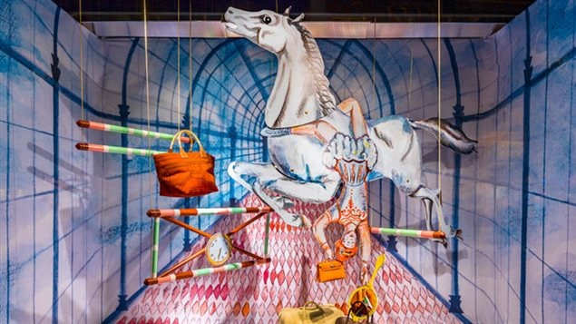 Une vitrine d'Hermès au magasin Bijenkorf d'Amsterdam