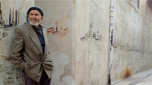 Un homme dans le vieux Alep