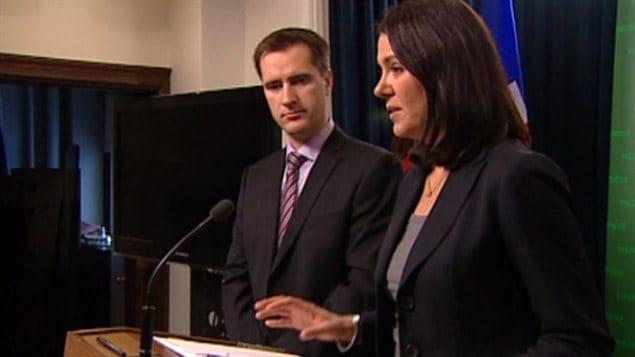 Danielle Smith, chef du Wildrose, et le député Rob Anderson parlent des allégations de conflit d'intérêts contre Alison Redford.