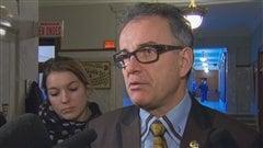 Le ministre de la Santé Réjean Hébert a salué vendredi le travail d'Héma-Québec qui selon lui a agi avec prudence.