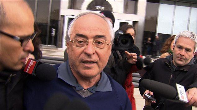 Richard Marcotte à sa sortie du quartier général de la Sûreté du Québec, à Montréal, au printemps dernier.