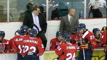 Le Titan d'Acadie-Bathurst et son entraîneur, Danny Dupont