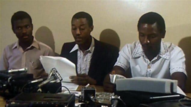 <b>Chauffeurs d'origine haïtienne dénonçant la discrimination dans l'industrie du taxi en 1982.</b> | Archives de Radio-Canada