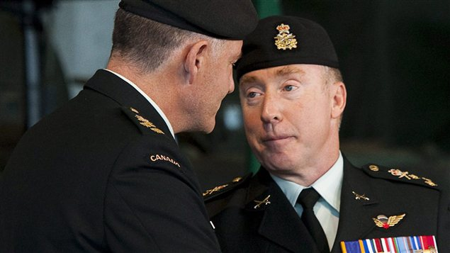 Le commandant de l&#39;Arme canadienne Peter Devlin  Ottawa en juin 2010.