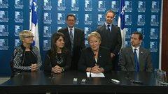 Rangée du bas (de gauche à droite) : Lorraine Richard, Véronique Hivon, Pauline Marois, Yves-François Blanchet. Rangée du haut: Marjolain Dufour et Sylvain Pagé