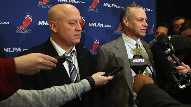 Le commissaire adjoint de la LNH Bill Daly et le conseiller de l'Association des joueurs Steve Fehr