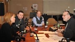René Homier-Roy parle avec les représentants des organismes Moisson Montréal, Société Saint-Vincent de Paul et Jeunesse au Soleil des besoins comblés par l'argent recueilli.