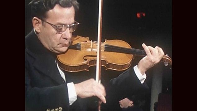 <b>Ti-Jean Carignan en concert à la fin des années 1970</b> | Archives de Radio-Canada