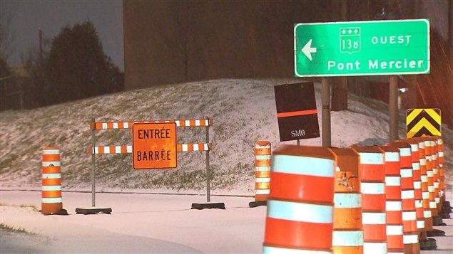 La congestion sur le pont Honoré-Mercier non loin de Montréal est un problème quotidien, en raison d'un pont qui a besoin de réparations constantes.