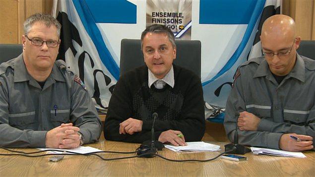 De gauche à droite : Jean Gagnon, représentant du secteur préhospitalier à la Fédération de la santé et des services sociaux affiliée à la CSN (FSSS-CSN), Dany Lacasse, vice-président responsable du secteur privé à la FSSS-CSN, et Réjean Leclerc, membre du comité national de négociation du secteur préhospitalier CSN.
