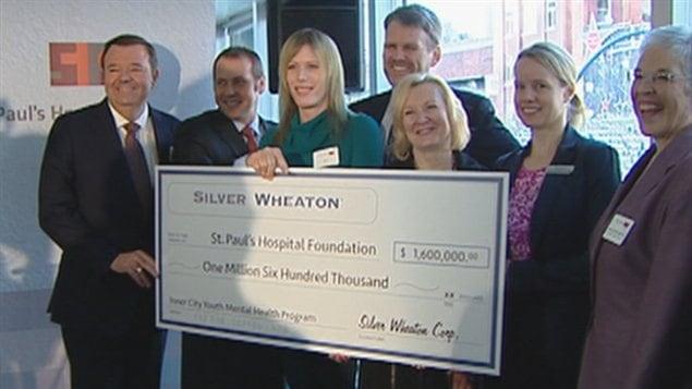 Le chèque de Silver Wheaton présenté à Vancouver