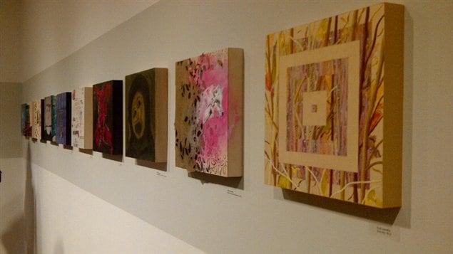 Des toiles en vente pour la campagne de financement de l'Écart... lieu d'art actuel, à Rouyn-Noranda
