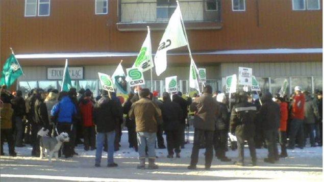 Assurance emploi des manifestants interpellent le for Bureau assurance emploi