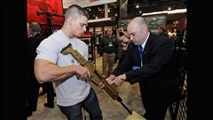 Kiosque de la compagnie Bushmaster Firearms � une exposition du National Shooting Sports Foundation | �AFP/Ethan Miller
