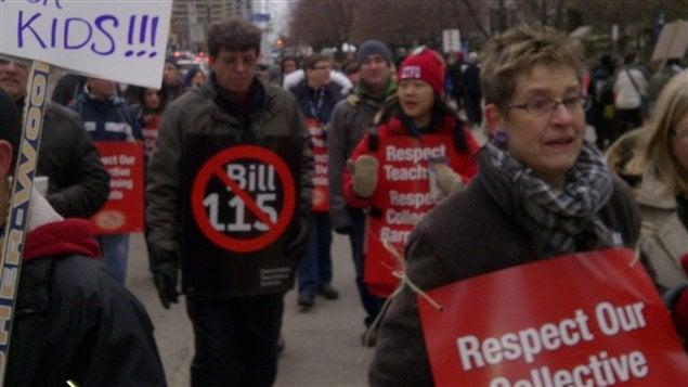 Des milliers d'enseignants du primaire ont fait la grève mardi à Toronto (archives).