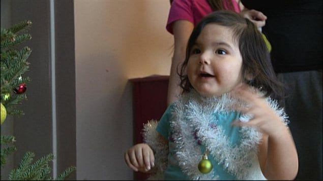 La famille Cochrane a reçu le 17 décembre l'arbre de son premier Noël dans sa première maison à Winnipeg.