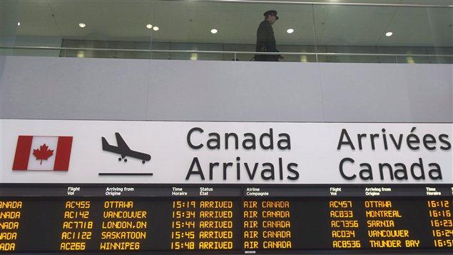 Les transporteurs aériens doivent maintenant afficher les prix des billets d'avion en incluant tous les frais.