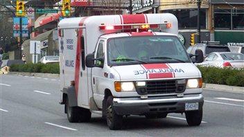 Une ambulance sur la rue Cambie à Vancouver