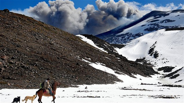 Le volcan Copahue, situé sur la frontière entre le Chili et l'Argentine, commence à se réveiller