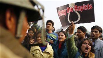 En Inde, les manifestations en lien avec le viol d'une jeune étudiante se poursuivent
