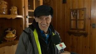 Pierre Ébert, un résident de Sainte-Marguerite-du-Lac-Masson heureux d'avoir retrouvé l'électricité
