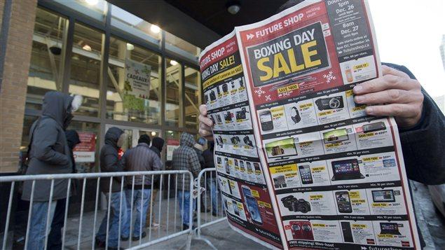 Certains acheteurs ont attendu plus de quatre heures devant les magasins.