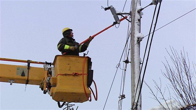700 employés d'Hydro-Québec sont toujours à l'oeuvre pour rebrancher 3000 abonnés privés d'électricité.