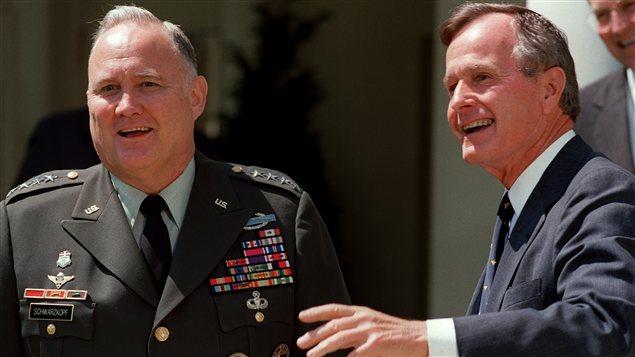 Le général Norman Schwarzkopf et l'ancien président George H.W. Bush le 23 avril 1991