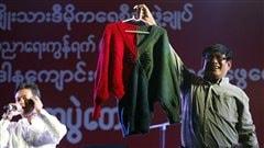 Chandail tricoté par Aung San Suu Kyi
