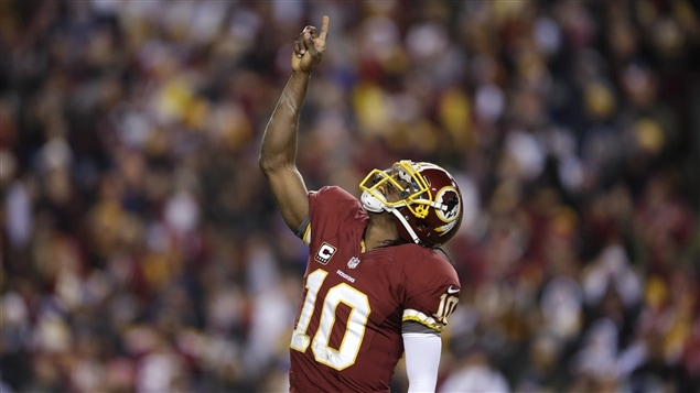 Le quart-arrière des Redskins de Washington Robert Griffin III
